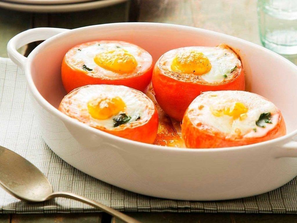 Blije-Kip-Gevulde tomaten met-spinazie-en-ei-recept