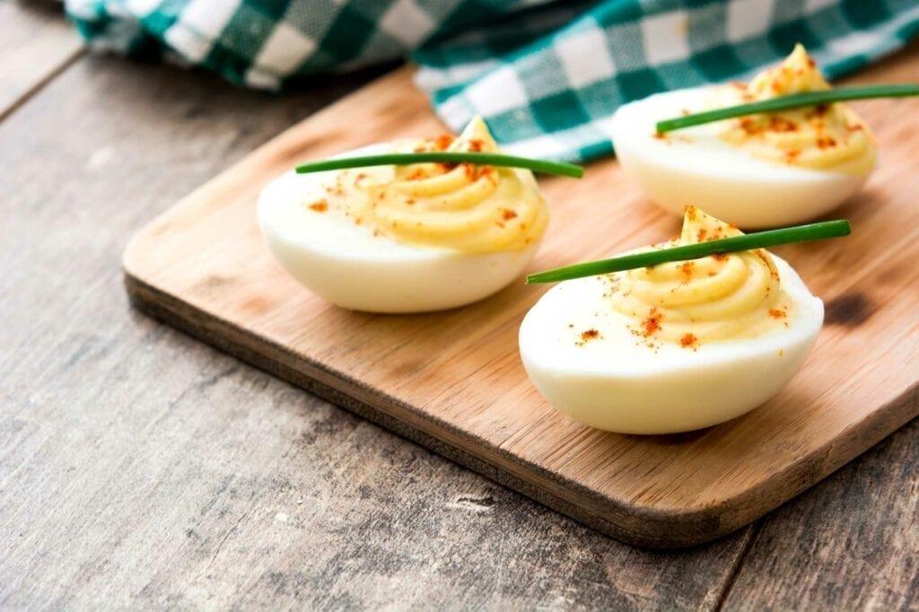 Blije-kip-eieren-recept gevulde eieren