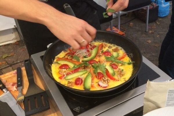 NK-Omelet-Bakken-met-Blije-Kip-eieren